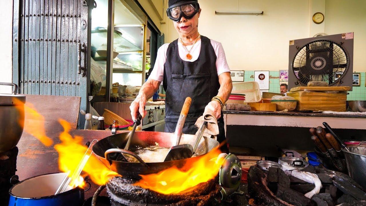 Bangkok Sokak Yemekleri Kraliçesi Michelin Yıldızlı Jay Fae